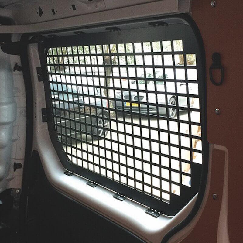 grilles anti effraction nissan nv400. Black Bedroom Furniture Sets. Home Design Ideas