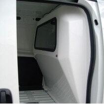 Cloison de séparation Peugeot Bipper avec vitre fixe ou coulissante