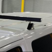 barre rabattable Peugeot Expert détail fixation sur point constructeur