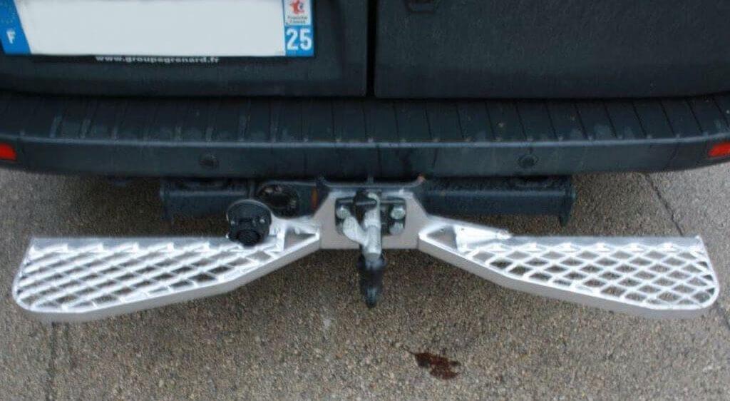 Marchepied arrière utilitaire compatible avec radar de recul